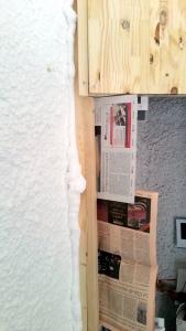 protection avec journaux pour la mousse expansive
